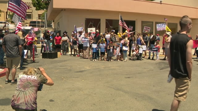 stockvideo's en b-roll-footage met kswb oceanside ca us rally outside of gym to call for reopening of small businesses on wednesday may 13 2020 - heropening
