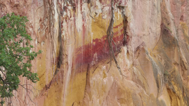 ocher landscape in roussillon - 堆積岩点の映像素材/bロール