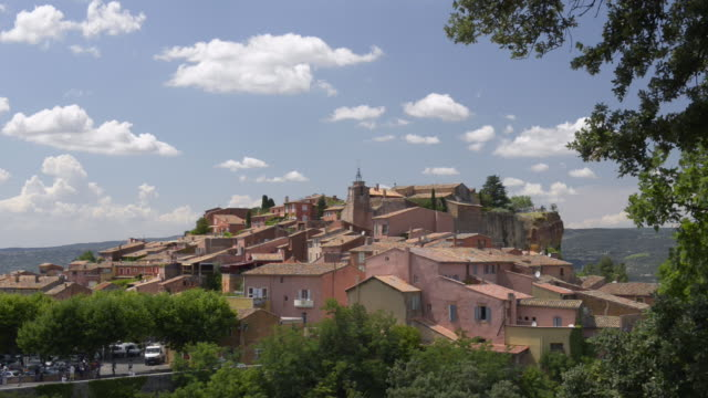 ochre village roussillon - luberon stock-videos und b-roll-filmmaterial