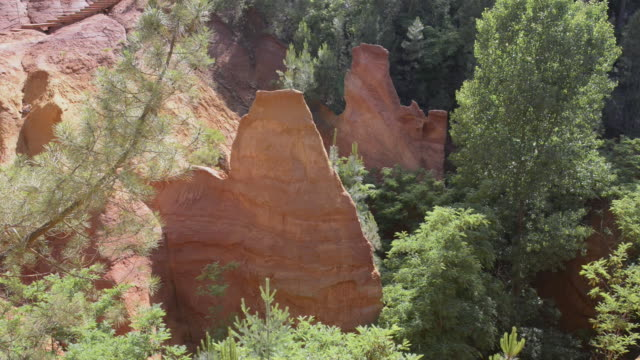 ocre canyon of roussillon - luberon video stock e b–roll