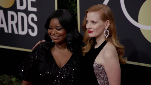 vídeos de stock, filmes e b-roll de octavia spencer and jessica chastain at the 75th annual golden globe awards at the beverly hilton hotel on january 07, 2018 in beverly hills,... - golden globes