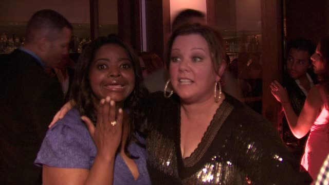 octavia spencer, melissa mccarthy at the audi and david yurman kick off emmy week 2011 and support tuesday's children at los angeles ca. - メリッサ・マッカーシー点の映像素材/bロール