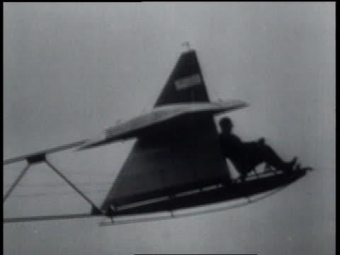 vidéos et rushes de october 1, 1931 ws a glider taking off then crashing to the ground / vauville, france - 1931
