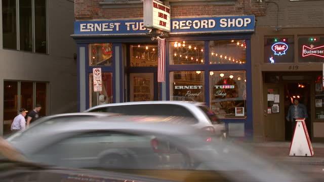 october 14 2009 ws record shop storefront / memphis tennessee united states - butiksskylt bildbanksvideor och videomaterial från bakom kulisserna