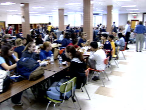 october 15, 2001 students eating and studying in a cafeteria / falls church, virginia, united states - cafeteria bildbanksvideor och videomaterial från bakom kulisserna