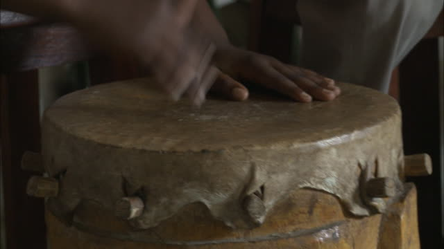 october 19 2010 ha hands beating on a tribal drum / mozambique - 先住民文化点の映像素材/bロール