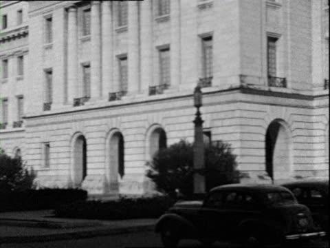 vidéos et rushes de october 1936 b/w montage street scene and national capitol building / havana cuba - style néoclassique