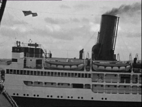 vidéos et rushes de october 1936 b/w ws pan ocean liner on sea / west indies - antilles occidentales