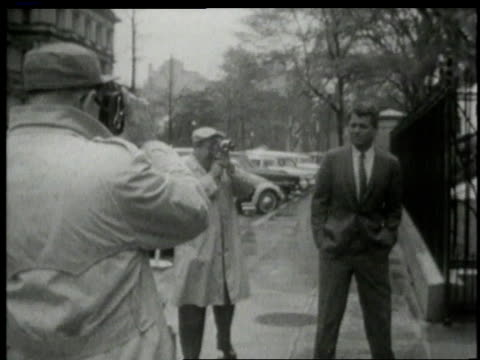 october 1962 robert f. kennedy walking toward doorway / washington, d.c., united states - 1962年点の映像素材/bロール