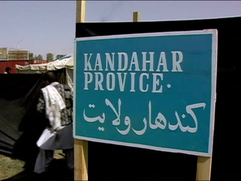 october 2004 bilingual sign for kandahar province posted at kandahar stadium as ballots start to arrive for count in days immediately following... - operazione enduring freedom video stock e b–roll