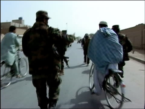 vídeos de stock e filmes b-roll de october 2004 usled joint patrol of troops from afghan national army and romanian embedded training team walking in middle of traffic in days leading... - kandahar
