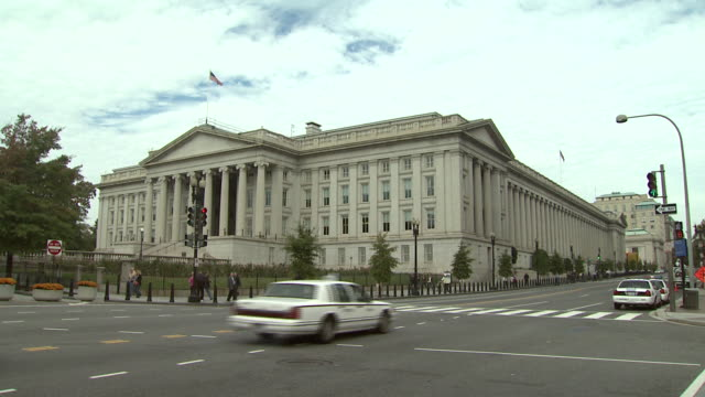 october 22 2009 ws exterior of treasury building / washington dc united states - finanzministerium stock-videos und b-roll-filmmaterial