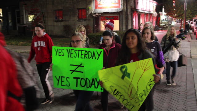 vídeos y material grabado en eventos de stock de indiana university students and others participate in a take back the night march and rally from indiana university along kirkwood ave to the monroe... - aprobado