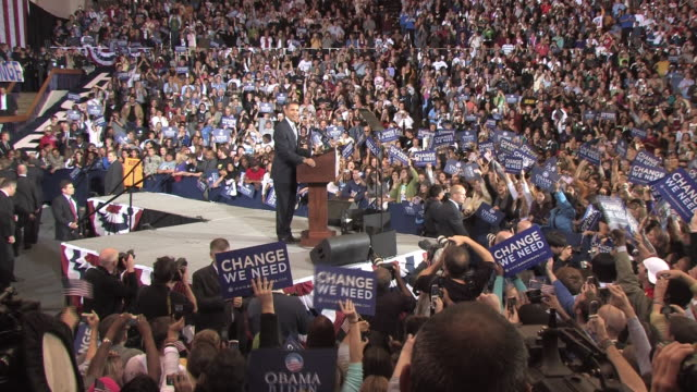 stockvideo's en b-roll-footage met october 28 2008 ha ws democratic presidential candidate barack obama speaking before large crowd at campaign rally at james madison university/... - 2008