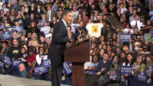 vídeos de stock e filmes b-roll de october 28 2008 ms democratic presidential candidate barack obama speaking before large crowd at campaign rally at james madison university/... - fato completo