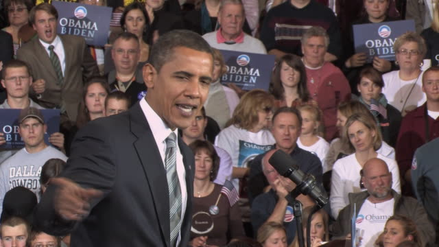 stockvideo's en b-roll-footage met october 28 2008 ms democratic presidential candidate barack obama speaking before large crowd at campaign rally at james madison university/... - 2008