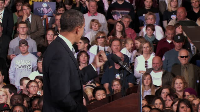 october 28 2008 ms democratic presidential candidate barack obama speaking before large crowd at campaign rally at james madison university/... - reporterstil stock-videos und b-roll-filmmaterial