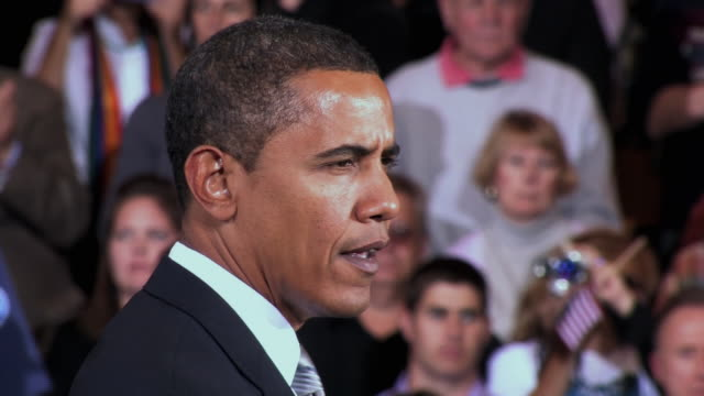 stockvideo's en b-roll-footage met october 28 2008 cu democratic presidential candidate barack obama speaking before large crowd at campaign rally at james madison university/... - 2008