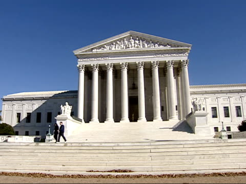 vidéos et rushes de october 29 2001 ms pedestrians walk down the steps of the us supreme court building / washington dc united states - style néoclassique