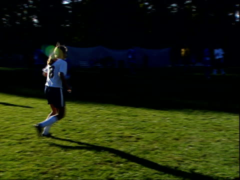 october 3, 2003 high school girls' soccer team game / united states - sportlerin stock-videos und b-roll-filmmaterial