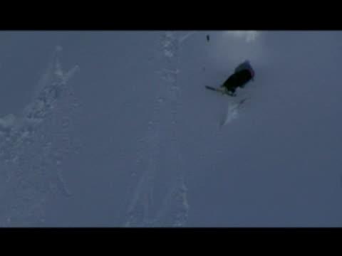 vidéos et rushes de october 31, 2006 montage professional snow skiers crash landing from miscalculated rotation jumps - format vignette