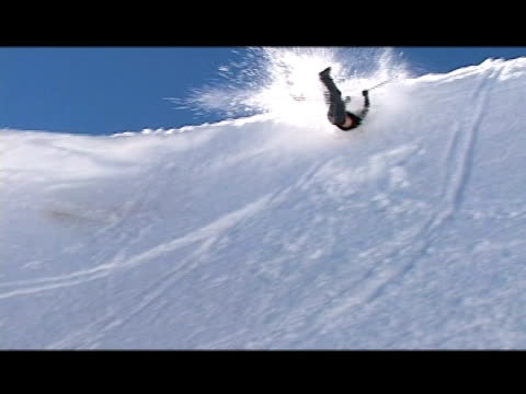 vídeos de stock e filmes b-roll de october 31, 2006 montage professional snow skiers overshooting jumps and crashing - formato letterbox