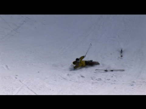 vidéos et rushes de october 31, 2006 montage two different skiers attempting a rail slide and crashing into the snow - format vignette