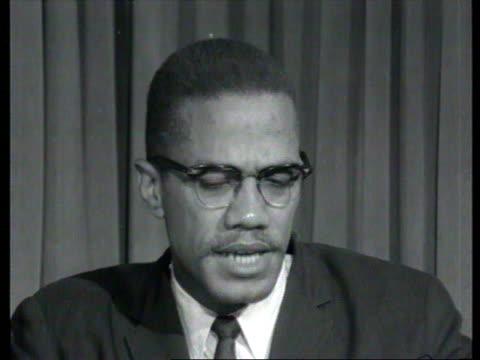 october 7, 1964 malcolm x explaining black nationalism in interview/ london, england/ audio - アメリカ黒人の歴史点の映像素材/bロール