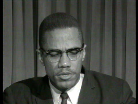 vídeos de stock e filmes b-roll de october 7 1964 cu malcolm x speaking in interview about cassius clay's involvement in islam and his own personal falling out with elijah muhammad/... - 1964