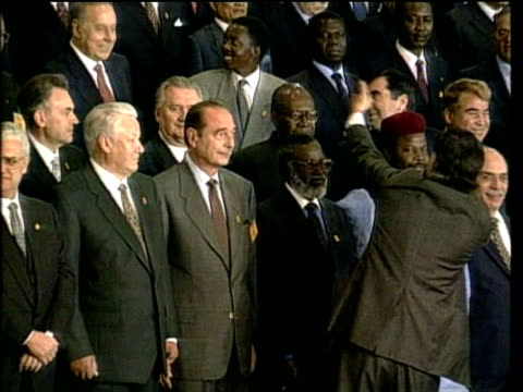 stockvideo's en b-roll-footage met october in 1995 the united nations celebrated its 50th anniversary new york new york united nations hq int delegates gathered to mark the 50th... - 50 jarig jubileum