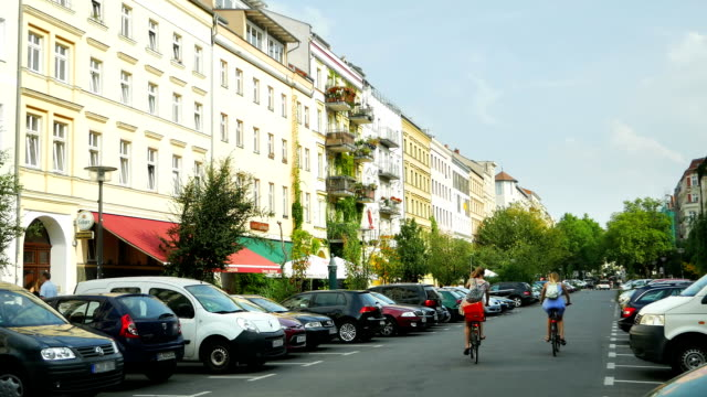 Oderberger Strasse In Berlin Prenzlauer Berg (4K/UHD to HD)