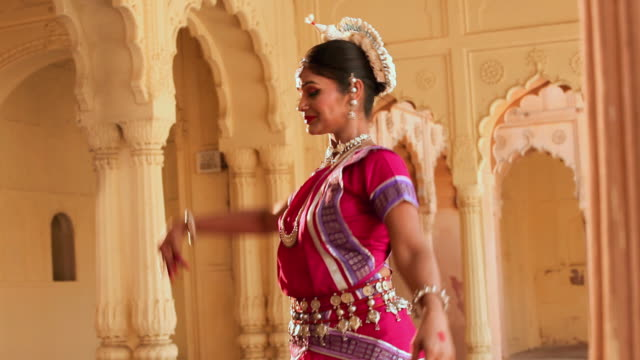 odissi dancer performing in the palace, ballabgarh, haryana, india - only mid adult women stock videos & royalty-free footage