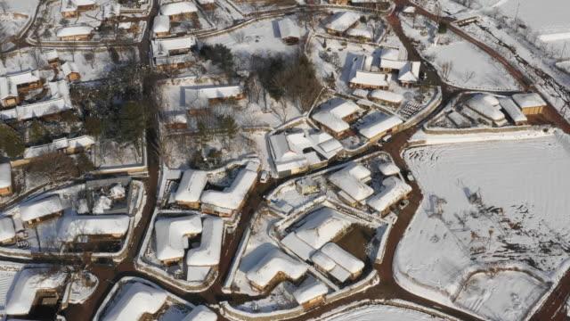 oeam folk village in the snow / asan-si, chungcheongnam-do, south korea - village点の映像素材/bロール