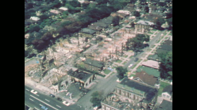 vidéos et rushes de av of entire urban city block destroyed by fire - 1967
