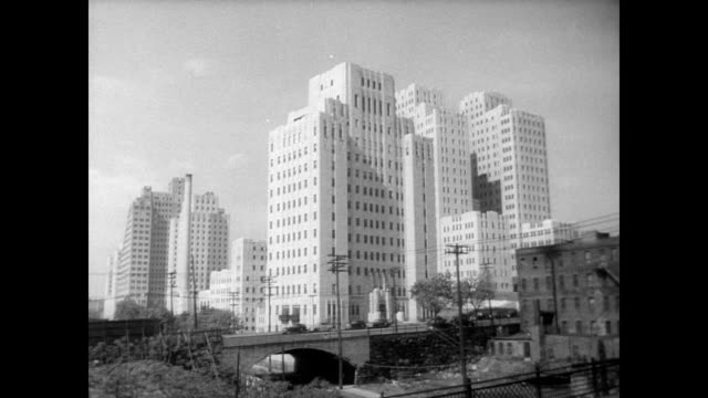 / ext of huge new jersey city medical center building in downtown jersey city jersey city medical center on january 01 1946 in jersey city new jersey - ジャージーシティ点の映像素材/bロール
