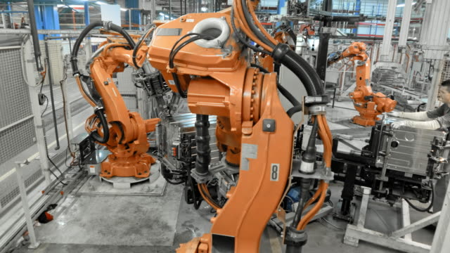 time-lapse of industrial robot operating in a factory - attrezzatura industriale video stock e b–roll