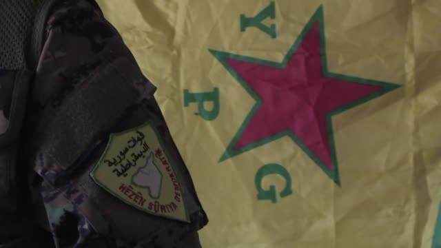 of kurdish fighters battling the islamic state group in syria - militante gruppe stock-videos und b-roll-filmmaterial