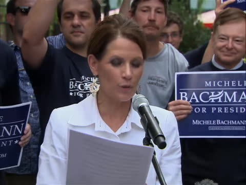 vidéos et rushes de of michelle bachmann announcing that she suffers from migraine headaches, but she manages to function like any other american who suffers these... - united states and (politics or government)