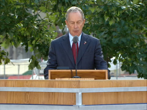 vídeos y material grabado en eventos de stock de of new york mayor bloomberg opening the 9/11 memorial ceremony held at ground zero on 9/11/11, the tenth anniversary of the attacks. the 9-11... - 0 11 months