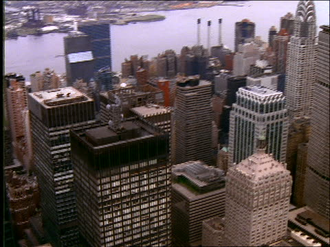 vídeos de stock, filmes e b-roll de aerial of office buildings in midtown manhattan - 2001