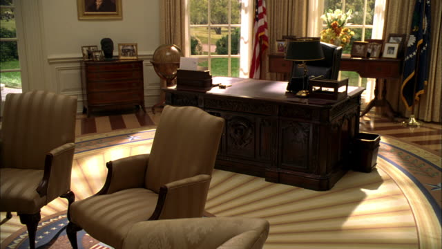 recreation of oval office in the white house - weißes haus stock-videos und b-roll-filmmaterial