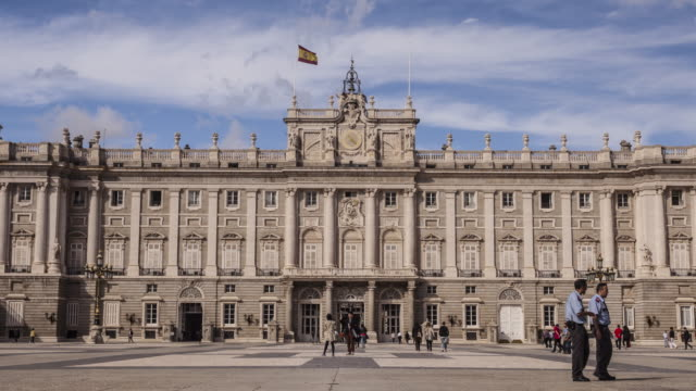 zo tl of palacio real in madrid, spain. - courtyard stock videos & royalty-free footage