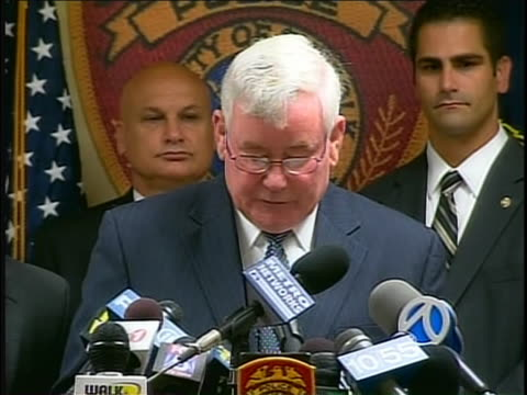 of police commissioner richard dormer talking of hope that the quick arrest of the long island shooter at haven drugs will give closure and peace of... - crime or recreational drug or prison or legal trial 個影片檔及 b 捲影像
