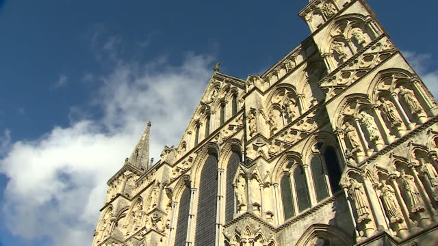 gvs of salisbury cathedral - turmspitze stock-videos und b-roll-filmmaterial