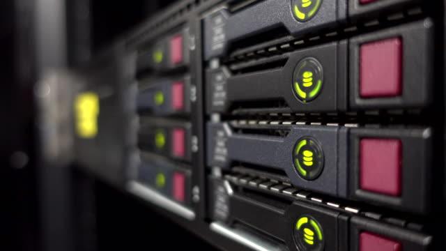 作業中のサーバー データの led - コンピュータハードウェア点の映像素材/bロール