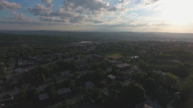 vídeos de stock, filmes e b-roll de aerial view of small city at sunset - pequeno