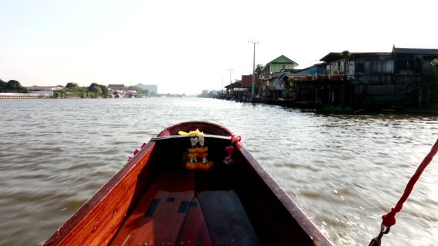 vídeos de stock e filmes b-roll de vdo of the front of a small boat - rio chao phraya
