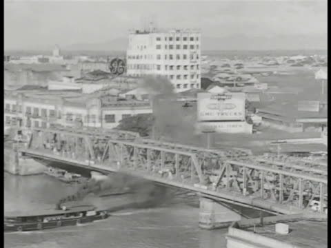 vídeos de stock e filmes b-roll de of the philippines: bridge w/ traffic, people, general electric building w/ 'ge' sign bg. tokyo bazar' on building w/ horse drawn carriages on road... - general electric