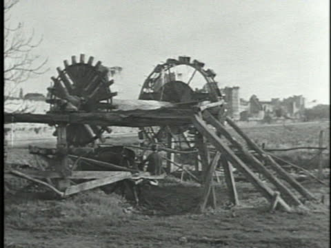 of turkey: *angled two vertical elevated water lifting wheels turning, powered by boy driving two horses w/ reins attached to spoke in circle... - zaum stock-videos und b-roll-filmmaterial
