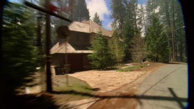 vidéos et rushes de ws rear of vehicle pov driving through wooded residential area/ fresno county, california - fresno